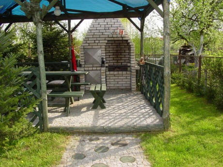 Altany ogrodowe z grillem i wędzarnią projekty